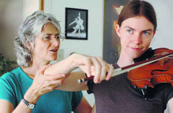 Phyllis Richmond works with violinist